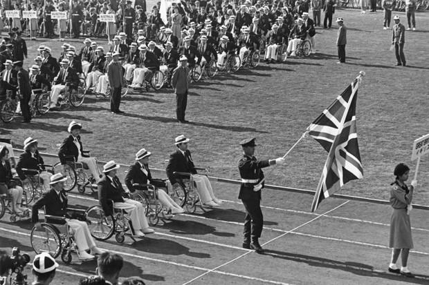 Abertura das Paralimpíadas de Tóquio, em 1964.